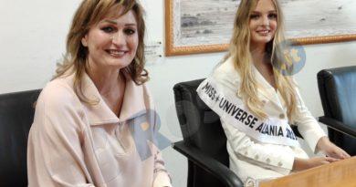 Cindy Marina Miss Universo Albania 2019 e madre