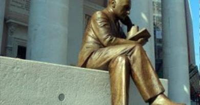 statua d'annunzio
